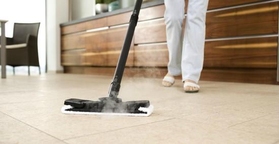 Le nettoyeur vapeur en action